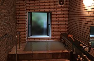 隠れ家的風情のある小風呂